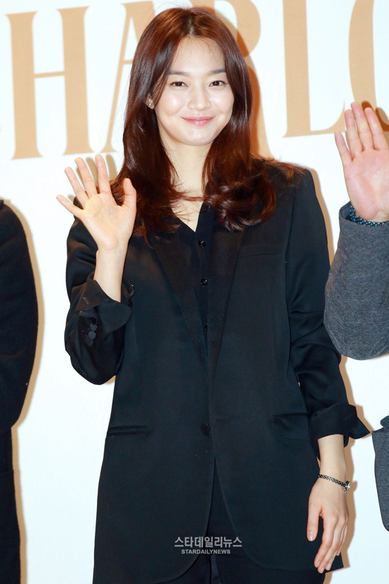 ban-gai-woo-bin-khien-fan-choang-vang-vi-hinh-anh-beo-mup-3