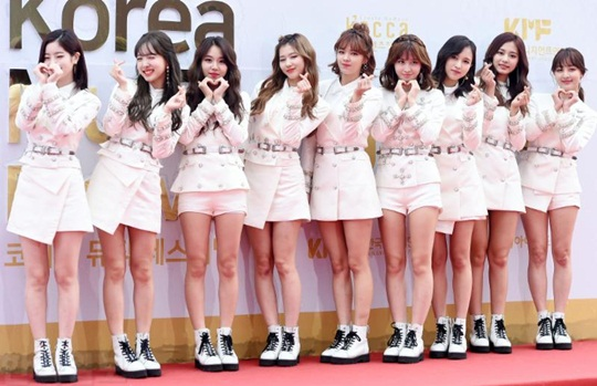 dan-sao-han-do-cach-pose-la-tren-tham-do-korea-music-festival-2