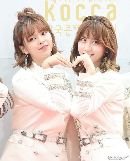 dan-sao-han-do-cach-pose-la-tren-tham-do-korea-music-festival-2-1