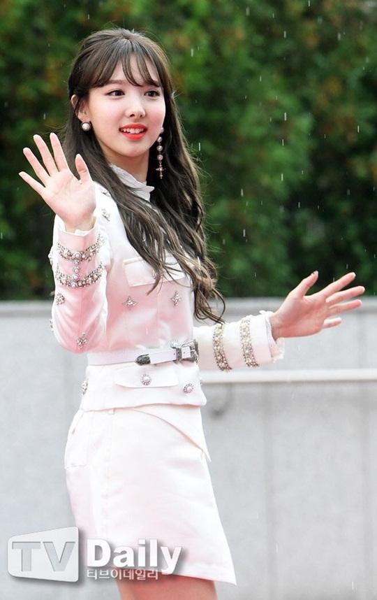 dan-sao-han-do-cach-pose-la-tren-tham-do-korea-music-festival-2-2