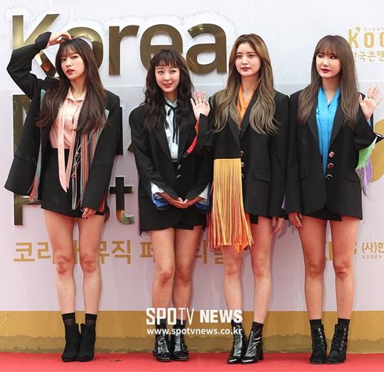 dan-sao-han-pose-la-tren-tham-do-korea-music-festival-4
