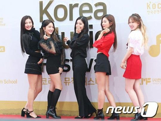 dan-sao-han-pose-la-tren-tham-do-korea-music-festival-3