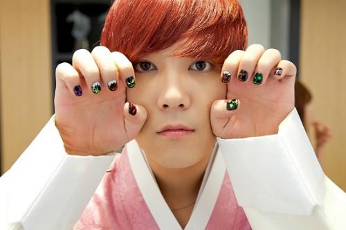 idol-han-xa-stress-suzy-la-het-tae-yeon-nhuom-toc-xo-khuyen-4