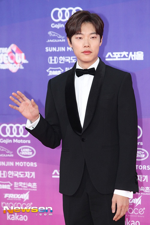 the-seoul-awards-my-nhan-han-nguoi-sang-chanh-ke-luong-cuong-khi-xuong-xe-2-4