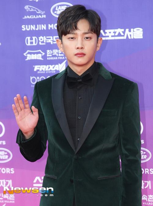 the-seoul-awards-my-nhan-han-nguoi-sang-chanh-ke-luong-cuong-khi-xuong-xe-2-3