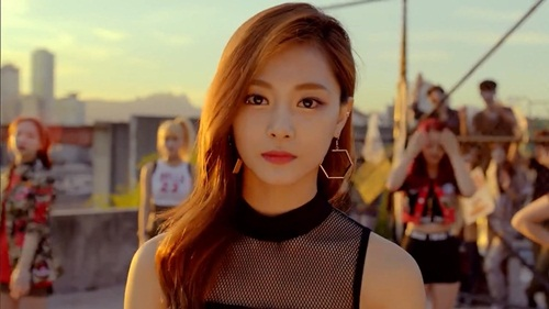tzuyu-twice-bi-che-co-long-may-cang-ve-cang-xau-1
