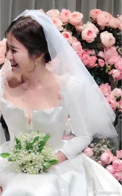 dien-cung-hang-vay-cuoi-song-hye-kyo-trong-gian-di-hon-han-angelababy-2