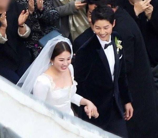 dien-cung-hang-vay-cuoi-song-hye-kyo-trong-gian-di-hon-han-angelababy-3