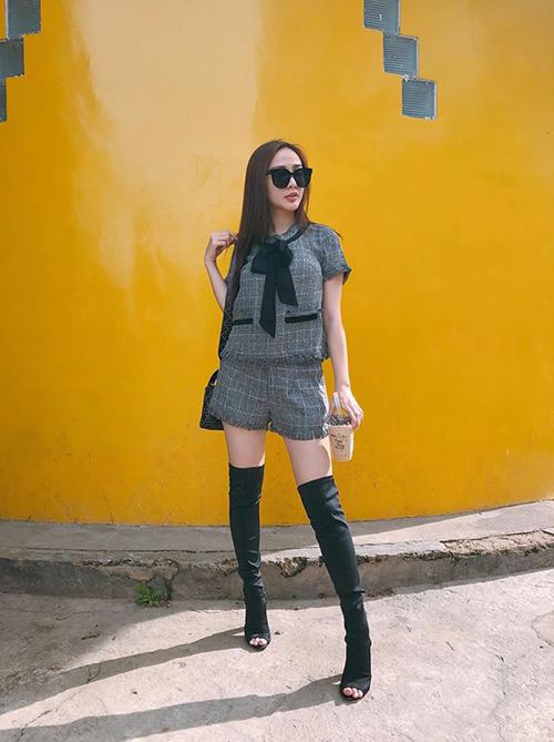 street-style-don-gian-ma-dang-cap-cua-sao-viet-tuan-qua-4