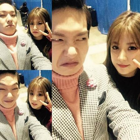 sao-kpop-va-nhung-kieu-selfie-kho-do-nhat-he-mat-troi-4