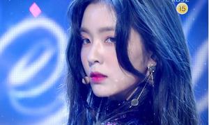 Chỉ đưa mắt nhìn camera, Irene cũng tạo cơn sốt