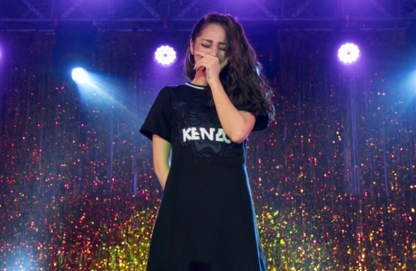 Bảo Anh bật khóc khi 2.000 fan hòa giọng hát bản hit đầu đời