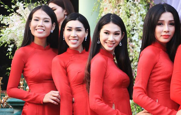 Vẻ ngoài xinh đẹp của những cô gái này khiến nhiều người ngỡ ngàng.