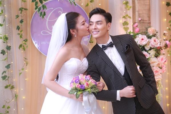 Chúng Huyền Thanh hạnh phúc trong ngày cưới.