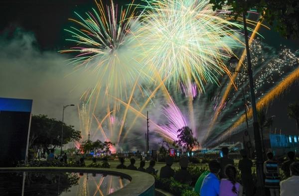 Teen Đà Nẵng có nhiều hoạt động đón năm mới 2017 tại trung tâm thành phố.
