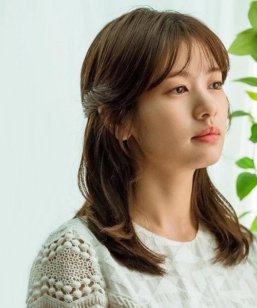 Vai diễn Yoo Ji Ho của Jung So Min trong bộ phim Because this is my first life.