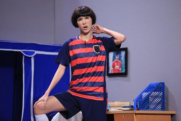 Minh Tú ôm ấp Trường Giang tại sân khấu Ơn giời - 3