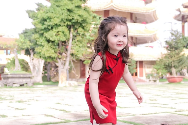 12 moctra 2887 1515032840 - Vẻ đẹp lai của hai nhóc tỳ nhà Elly Trần