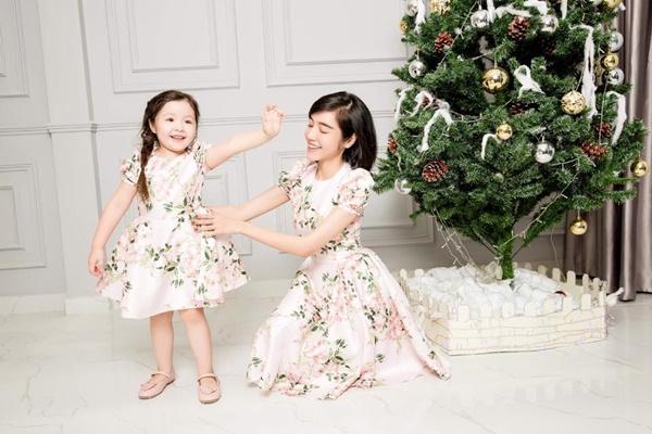 14 moctra 6304 1515032840 - Vẻ đẹp lai của hai nhóc tỳ nhà Elly Trần