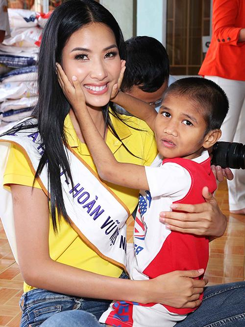 Hoa hậu HHen Niê trang điểm da loang lổ sau đăng quang - 3