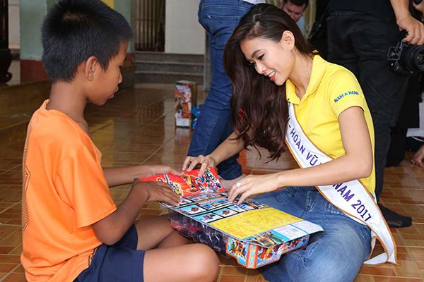 Hoa hậu HHen Niê trang điểm da loang lổ sau đăng quang - 4