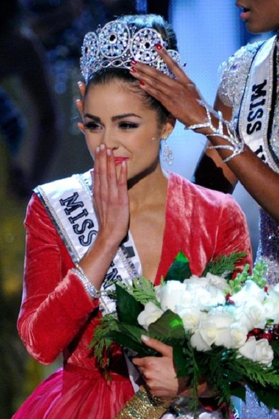 Điều gì làm cho các Hoa hậu Hoàn vũ thêm phần nổi tiếng? - 8