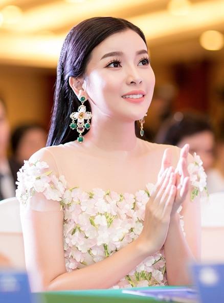 Cao Thái Hà gây xôn xao với phát ngôn gái nghèo thi hoa hậu để đổi đời  - 3