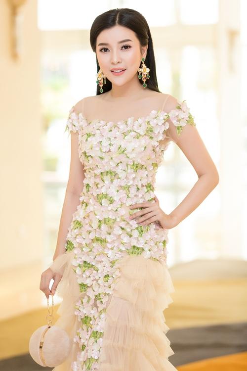 Cao Thái Hà gây xôn xao với phát ngôn gái nghèo thi hoa hậu để đổi đời  - 1