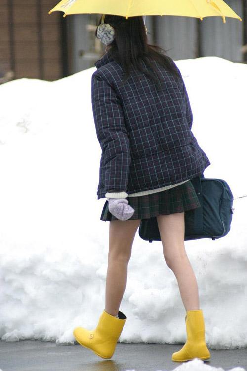 Giữa mùa đông, nữ sinh Nhật Bản vẫn kiên cường mặc váy ngắn đến trường - 3