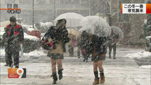 Giữa mùa đông, nữ sinh Nhật Bản vẫn kiên cường mặc váy ngắn đến trường - 8