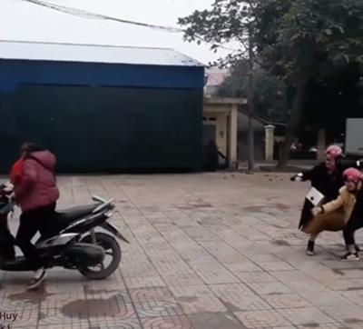 Hot teen Việt thích thú với trào lưu vũ điệu lùi xe đầu 2018