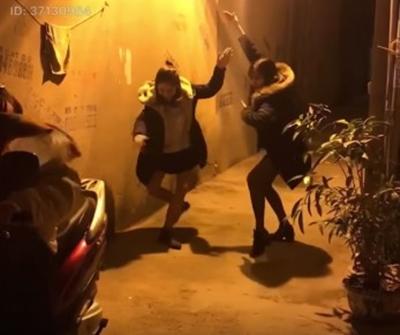 Hot teen Việt thích thú với trào lưu vũ điệu lùi xe đầu 2018 - 1