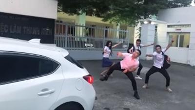 Hot teen Việt thích thú với trào lưu vũ điệu lùi xe đầu 2018 - 3