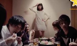 Cách 'thả thính' đỉnh cao của gái Nhật