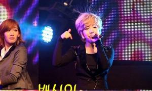 Idol Hàn trở thành trò cười vì mái tóc dựng ngược 'tích điện'