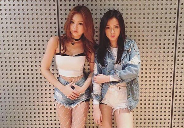 Top 10 bộ váy sexy đốt mắt của idol sang chảnh Jennie - 9