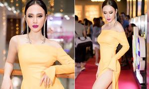 Angela Phương Trinh mỏi tay che chắn vì diện váy hở bạo không nội y