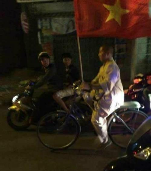 Những hình ảnh đẹp khó quên của CĐV Việt Nam trong trận đấu U23 Việt Nam - Iraq - 9