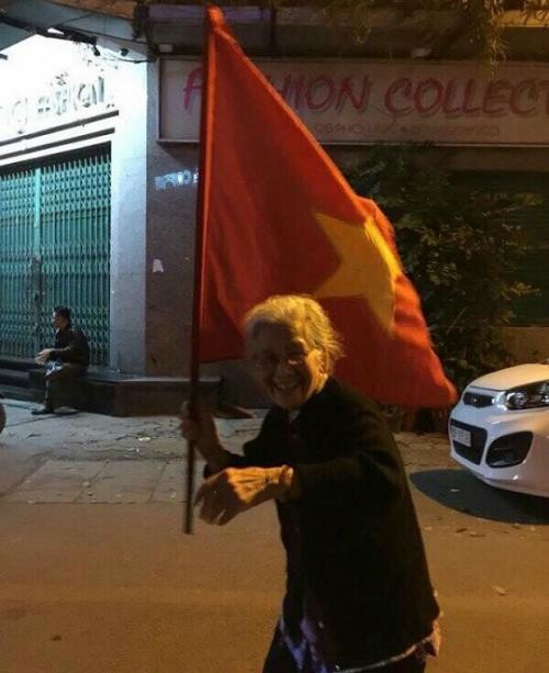 Những hình ảnh đẹp khó quên của CĐV Việt Nam trong trận đấu U23 Việt Nam - Iraq - 6