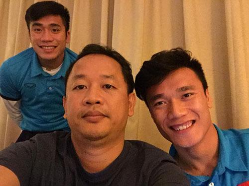 Thầy Khoa và một số tuyển thủ U23 trong giải đấu.