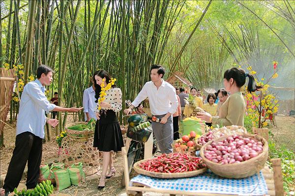 Á hậu Hà Thu khoe giọng hát ngọt trong MV đón Tết 2018 - 2