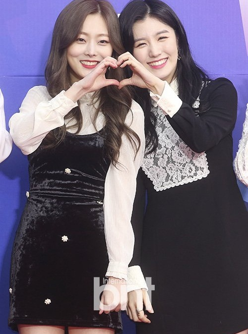 Thảm đỏSeoul Music Awards: Idol ôm nhau vì mặc ít giữa trời lạnh - 6