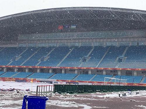 Mưa tuyết khiến CĐV lo lắng trận chung kết của U23 Việt Nam sẽ bị hoãn - 1