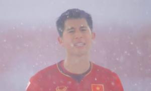 2 chàng trai 'đẹp không góc chết' dưới màn tuyết rơi trong trận đấu