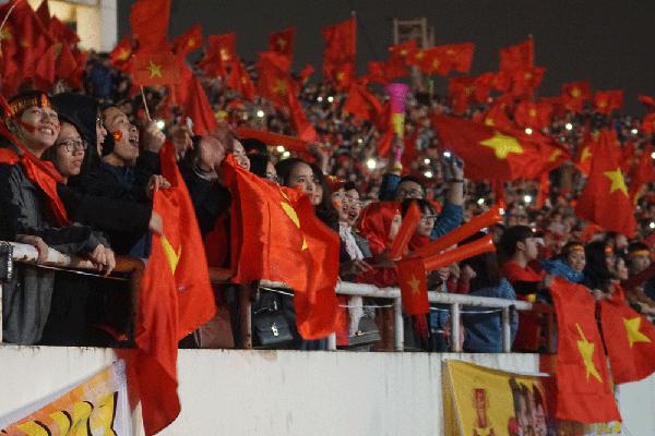 U23 Việt Nam chưa đến, người hâm mộ vẫn quẩy tưng bừng tại Mỹ Đình - 2