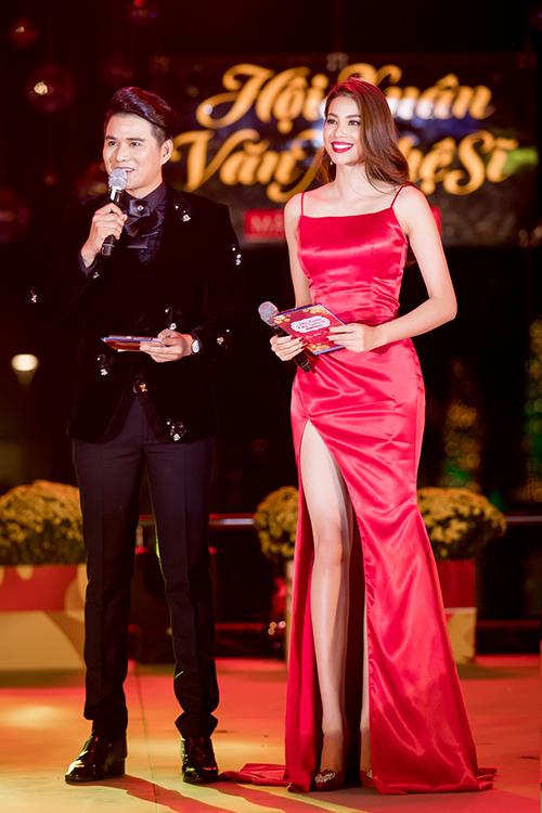 Phạm Hương khoe thân hình chuẩn mực trên thảm đỏ - 8