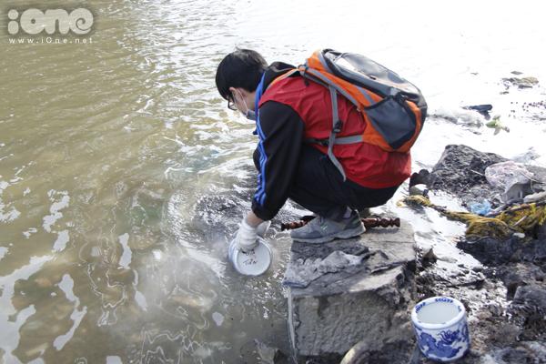 Bất chấp gió lạnh, anh Tây điển trai giúp bạn trẻ Hà Nội dọn rác - 6