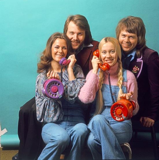ABBA chính thức tan rã chỉ 2 năm sau khi ca khúc Happy New Year ra mắt.