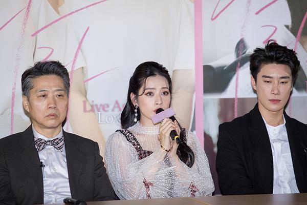 Chi Pu xinh đẹp thu hút truyền thông khi ra mắt phim tại Hàn Quốc - 3