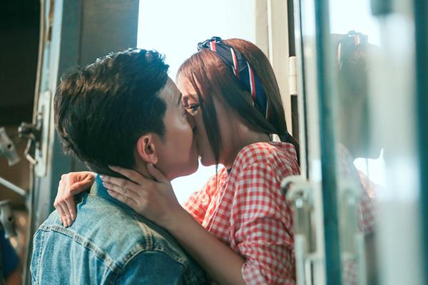 Trường Giang liên tục bị Sam cưỡng hôn trong phim hài Tết mới